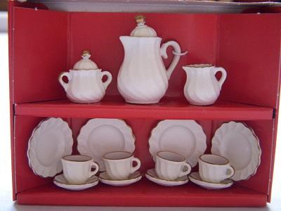 写真:コーヒーサービス4人 ゴールドエッジ