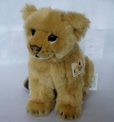 写真:ライオンの赤ちゃん座り