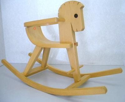 写真:枠付木馬 白木
